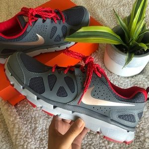 Womens Nike Air Relentless 3 gray/red